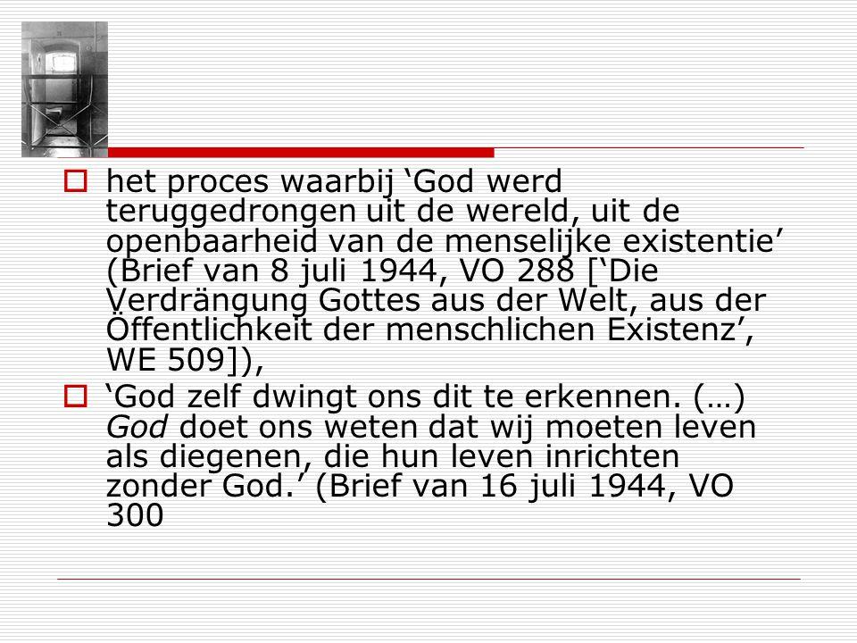 het proces waarbij 'God werd teruggedrongen uit de wereld, uit de openbaarheid van de menselijke existentie' (Brief van 8 juli 1944, VO 288 ['Die Verdrängung Gottes aus der Welt, aus der Öffentlichkeit der menschlichen Existenz', WE 509]),